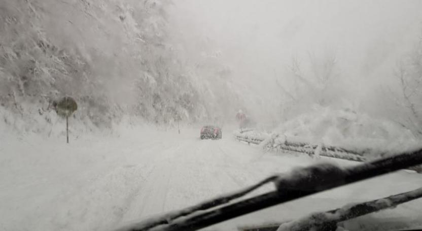 snježna cesta